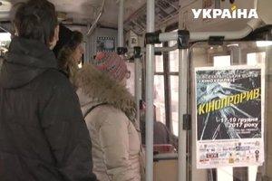 На улицы Тернополя вышел необычный кино-троллейбус