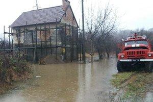 Паводок на Закарпатье: спасатели откачали миллионы кубометров воды