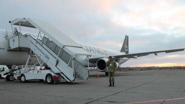 Житель россии устроил ваэропорту кровавый «спектакль» из-за запрета заезда в Украинское государство