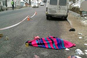 Смертельное ДТП в Яремче: Ford вылетел на тротуар и сбил женщину с ребенком