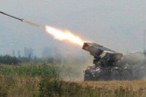 Военные показали последствия обстрела поселка на Донбассе реактивными снарядами боевиков