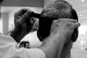 Видеошок: парень выстриг на голове портрет Путина