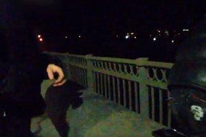 В Запорожье копы на лету перехватили самоубийцу: опубликовано видео