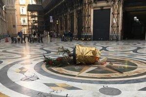 В Неаполе украли елку через сутки после установки