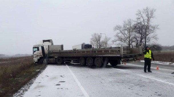 ВПолтавской области микроавтобус столкнулся с грузовым автомобилем, необошлось без жертв