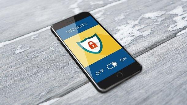 Сноуден представил защищающее отслежки мобильное приложение