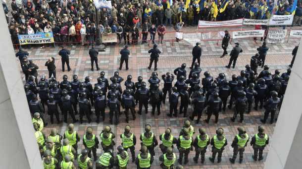 Загод вовремя массовых акций травмировались неменее 1,4 тыс. правоохранителей