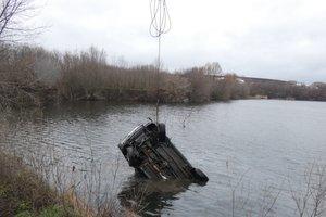 В Черкасской области в затопленном карьере нашли авто с мертвым мужчиной