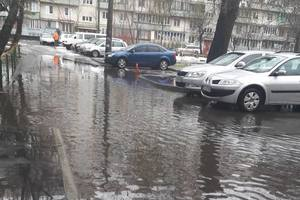 In Kiev, the melted snow flooded the yards