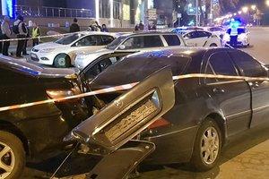 В Киеве водитель удирая от полиции, протаранил шесть авто