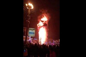 Главная елка в одном из городов России сгорела в новогоднюю ночь