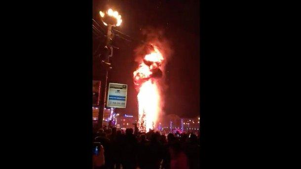 Главная елка водном изгородов России сгорела вновогоднюю ночь