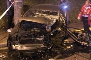 Лобовое столкновение Mercedes и Audi в Киеве: появились фото
