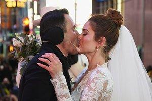 Больная раком кинозвезда вышла замуж в прямом эфире