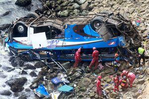 Автобус с пассажирами упал в пропасть в Перу: погибло 48 человек