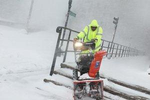 Снежный шторм стал причиной отмены поединка НХЛ
