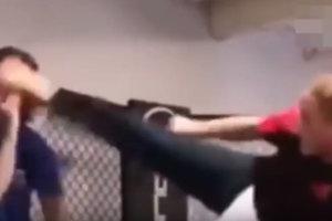 Актер Ван Дамм ударил экс-чемпиона UFC ногой по голове