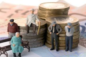 Украинцам обещают поднять пенсии на 20%