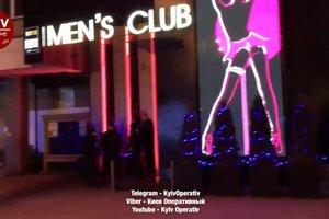 В центре Киева неизвестные ворвались в стриптиз-клуб и устроили стрельбу