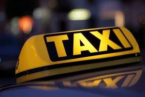 В Днепре пассажир такси напал на водителя