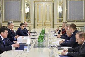 Порошенко определил приоритеты Украины на переговорах в Минске