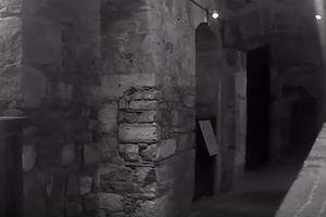 Видеошок: призрак казненного в 1909 году убийцы попал на видео в старинной тюрьме
