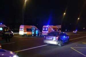 """В Киеве """"скорая"""", перевозившая ребенка, протаранила попутное авто"""