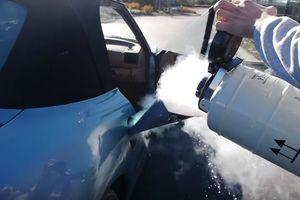 Необычный эксперимент: что будет, если в двигатель авто залить жидкий азот