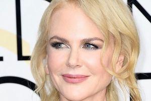 Блондинка в розовом: 50-летняя Николь Кидман удивила платьем от Valentino