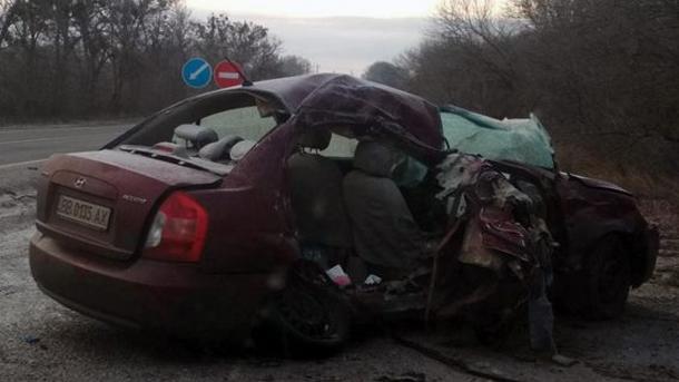 Под Харьковом столкнулись грузовик с иномаркой: Есть погибшие (ФОТО)