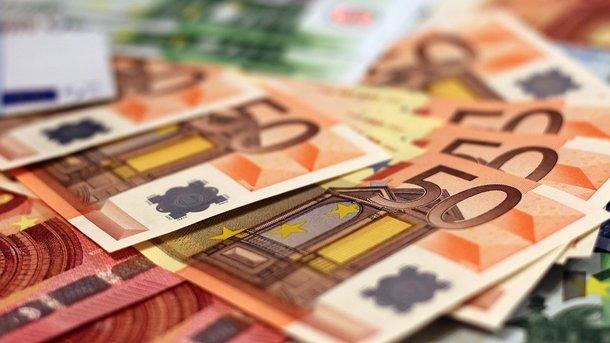 ЦБустановил официальные курсы доллара иевро на16января