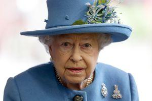 Скандал в Букингемском дворце: королева Елизавета II уволила поставщика нижнего белья