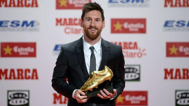 Месси зарабатывает в«Барселоне» неменее 100 млн евро вгод