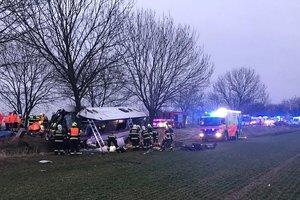 В Праге пассажирский автобус попал в ДТП: трое погибших, десятки раненых