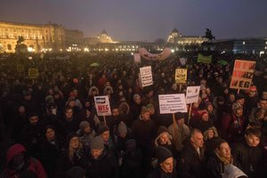 В Австрии проходит многотысячный митинг против нового правительства