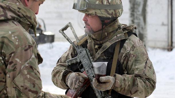 Бойцы ВСУ сняли на видео ночные стрельбы своей артиллерии