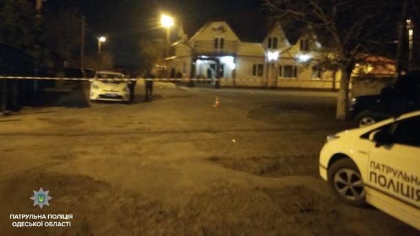 В Одессе хулиганы избили патрульную и пытались задавить ее автомобилем