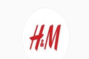 """В ЮАР протестующие атаковали магазины H&M из-за """"расистской"""" рекламы"""