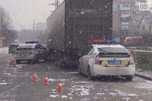 В Николаеве полицейский автомобиль столкнулся с фурой