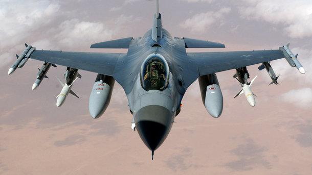 ВЭстонию прибыло 12 истребителей США F-16 для участия вучениях