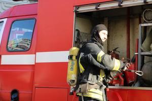 В Киеве произошел масштабный пожар, погибла женщина