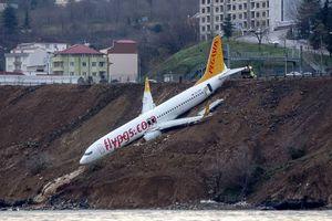 Пилоты рассказали, почему турецкий самолет чуть не въехал в море