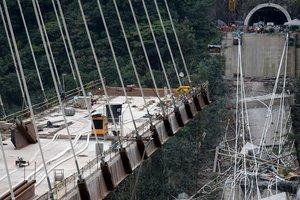 В Колумбии обрушился строящийся мост: погибли по меньшей мере десять человек