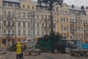 В Киеве заканчивают разбирать главную елку страны