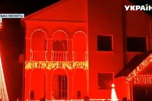 Ровенская семья каждый вечер устраивает яркое световое шоу