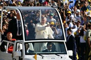 В Чили визит Папы Римского начался с происшествий