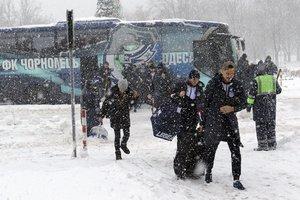 """Снегопад в Одессе сорвал вылет """"Черноморца"""" на сборы в Турцию"""