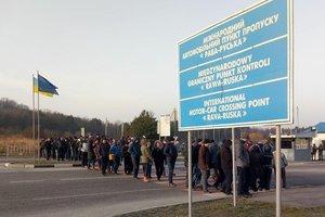 Протест. На заході, де поширений човниковий бізнес, люди блокували КПП на українсько-польському кордоні. Фото: facebook.com/govarta1