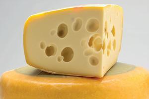 Каждая третья пачка сыра на прилавках украинских магазинов - фальсификат