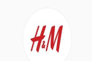 Семья мальчика из скандальной рекламы H&M переехала из-за угроз